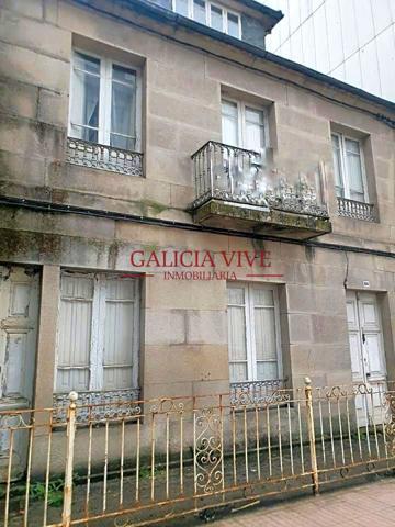 Casa de piedra para reformar, en Pontevedra. Consta de cuatro dormitorios, un baño y una cocina por planta. Las plantas son individuales y la altura es planta baja más dos alturas, la última abuhardillada. photo 0