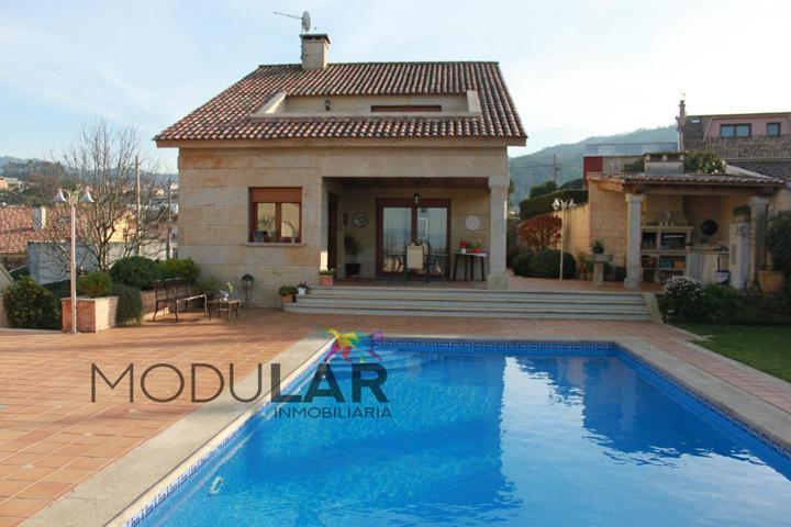 Casa - Chalet en venta en Vigo de 280 m2 photo 0