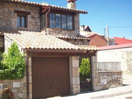 Unifamiliar adosada con jardín en Sierra de Gredos. photo 0