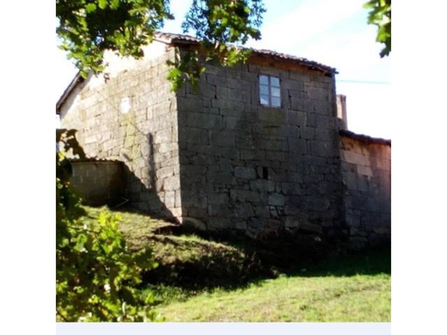 Casa en venta en Amoeiro photo 0