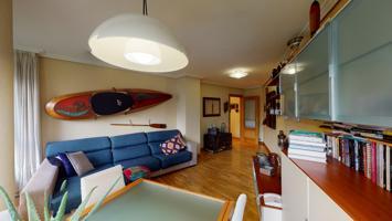 Estupendo piso en Villava photo 0