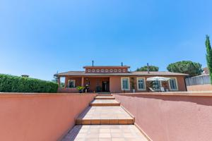 Chalet with swimming pool in residential area photo 0