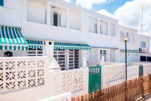 Adosado en venta en El Rosario, con 108 m2, 4 habitaciones y 2 baños, Piscina, 2 plazas de Garaje y Trastero. photo 0