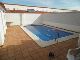 con piscina y garaje. photo 0