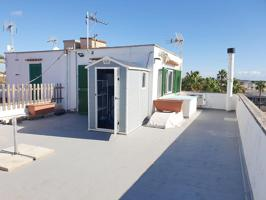 Vistas muy despejadas y una vivienda concepto Tiny House, los espacios aprovechados al máximo en una misma dependencia. photo 0