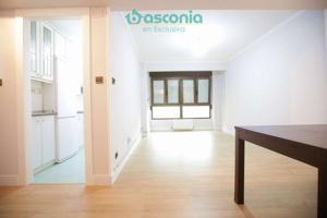 Inmobiliaria Basconia gestiona en exclusiva piso en Urbi reformado al lado de la pasarela a Cartonajes photo 0