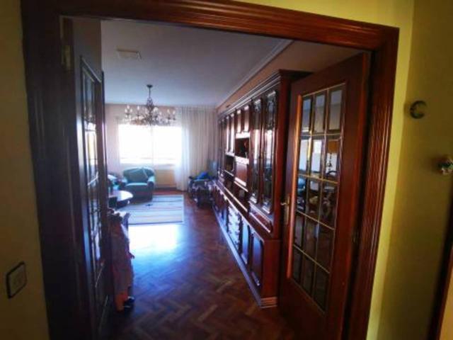 Piso en venta en Universidad-Los Lirios photo 0