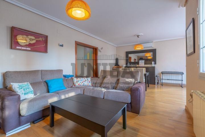 Estupendo piso reformado en la Av. Ricardo Carapeto photo 0