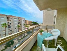 Apartamento de 67 m2, 59 m. útiles y 9m de terraza con vistas al mar en el centro de La Pineda. Consta de 2 habitaciones, 1 baño, cocina comedor y piscina.Posibilidad de plaza de parking que se vende a parte por 15.500€. photo 0