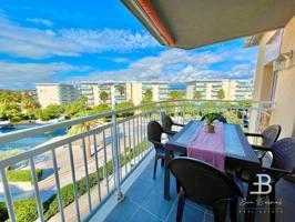 Precioso apartamento de tres dormitorios, dos terrazas y aire acondicionado en pleno corazón de la Pineda, a tan solo unos pocos minutos de la playa. photo 0