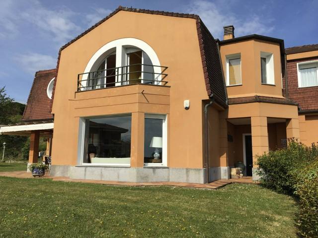 Casa unifamiliar en venta en Hondarribia photo 0