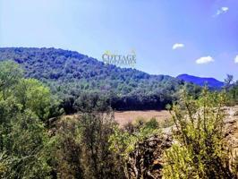 Situado en el Alt Emporda y a tan solo 25 minutos de Figueres, se encuentra esta preciosa finca a rehabilitar de 44 hectáreas de bosques autóctonos y 4 hectáreas de cultivo. photo 0