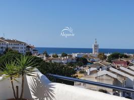 Precioso ático con vistas al mar en venta en Matalascañas, cuenta con 80 m2, 3 habitaciones y 2 baños, 1 plaza de aparcamiento, ascensor y se vende  amueblado. photo 0