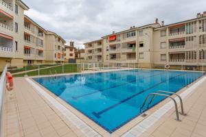 Coqueto piso con piscina y zona ajardinada comunitaria photo 0