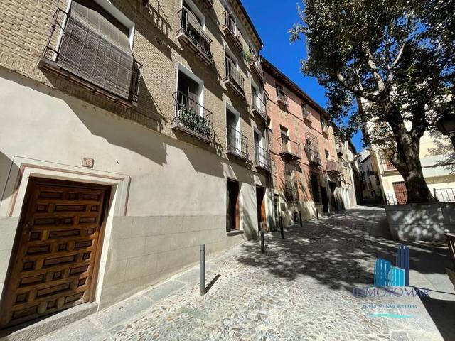 INMOTOMAR VENDE: Local comercial en plaza de la Bellota, ideal para cambio de uso para vivienda. photo 0