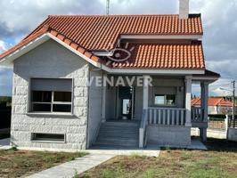 Chlalet en venta en Alto De Taboadela, con 256 m2, 4 habitaciones, 2 baños,  2 plazas de Garaje y Calefacción Gasoil. photo 0