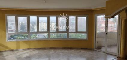 Piso de 3 habitaciones, 2 baños, balcón en el salón, garaje, trastero, ascensor y piscina comunitaria. Centrico photo 0