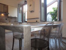 In affitto trilocale ristrutturato in bellissimo stabile d'epoca. € 1.300 incluse spese condomi photo 0