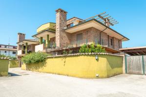 Appartamento In vendita in Via Treviso, Torpignattara, 00118, Roma, Rm photo 0