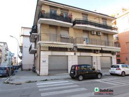 Locale commerciale Via Esino photo 0